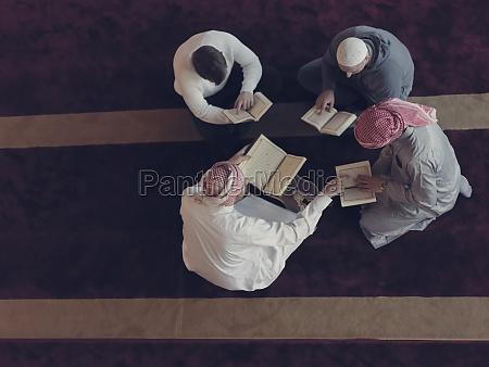 dr.ansicht, von, muslimen, in, der, moschee, die - 29810960