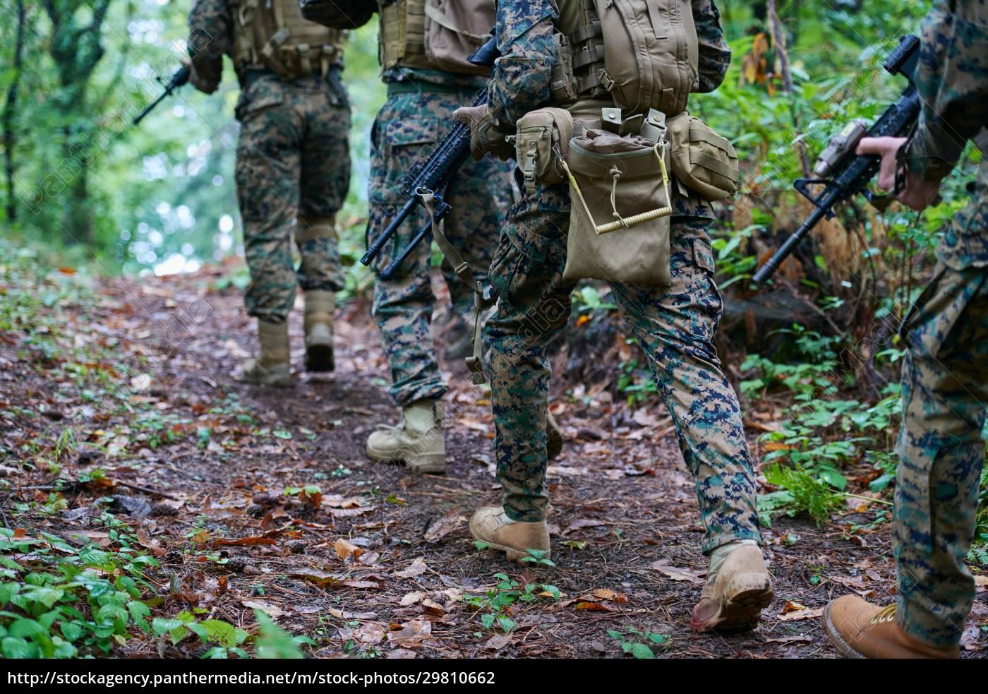 modern, warfare, soldiers, squad, im, kampf - 29810662