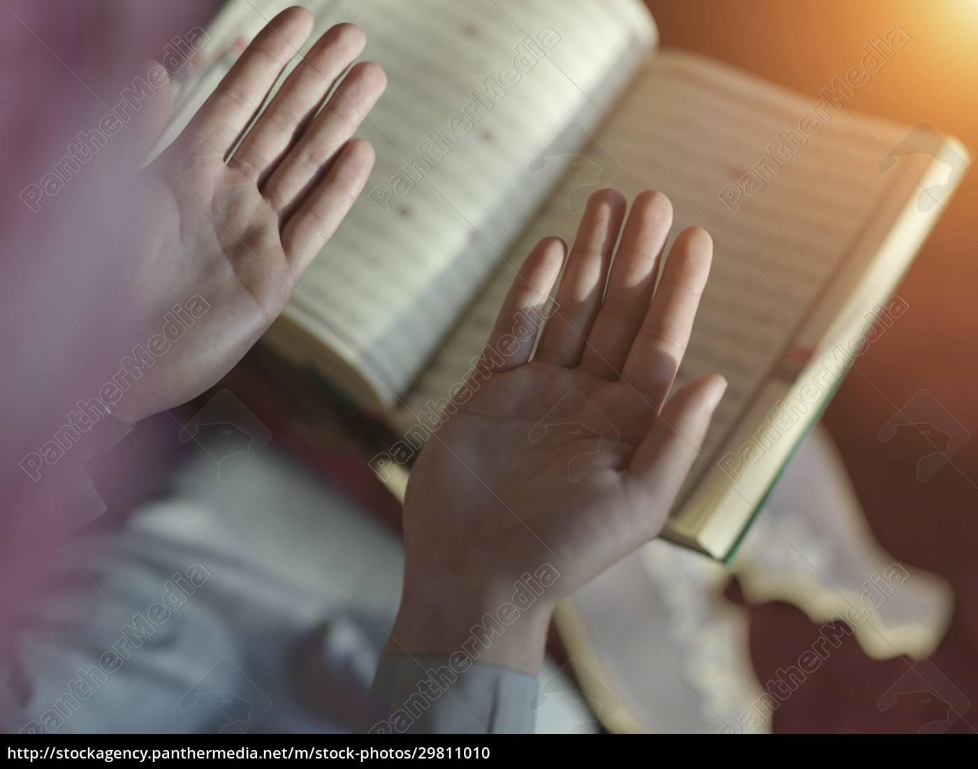 muslim, man, praying, inside, the, mosque - 29811010