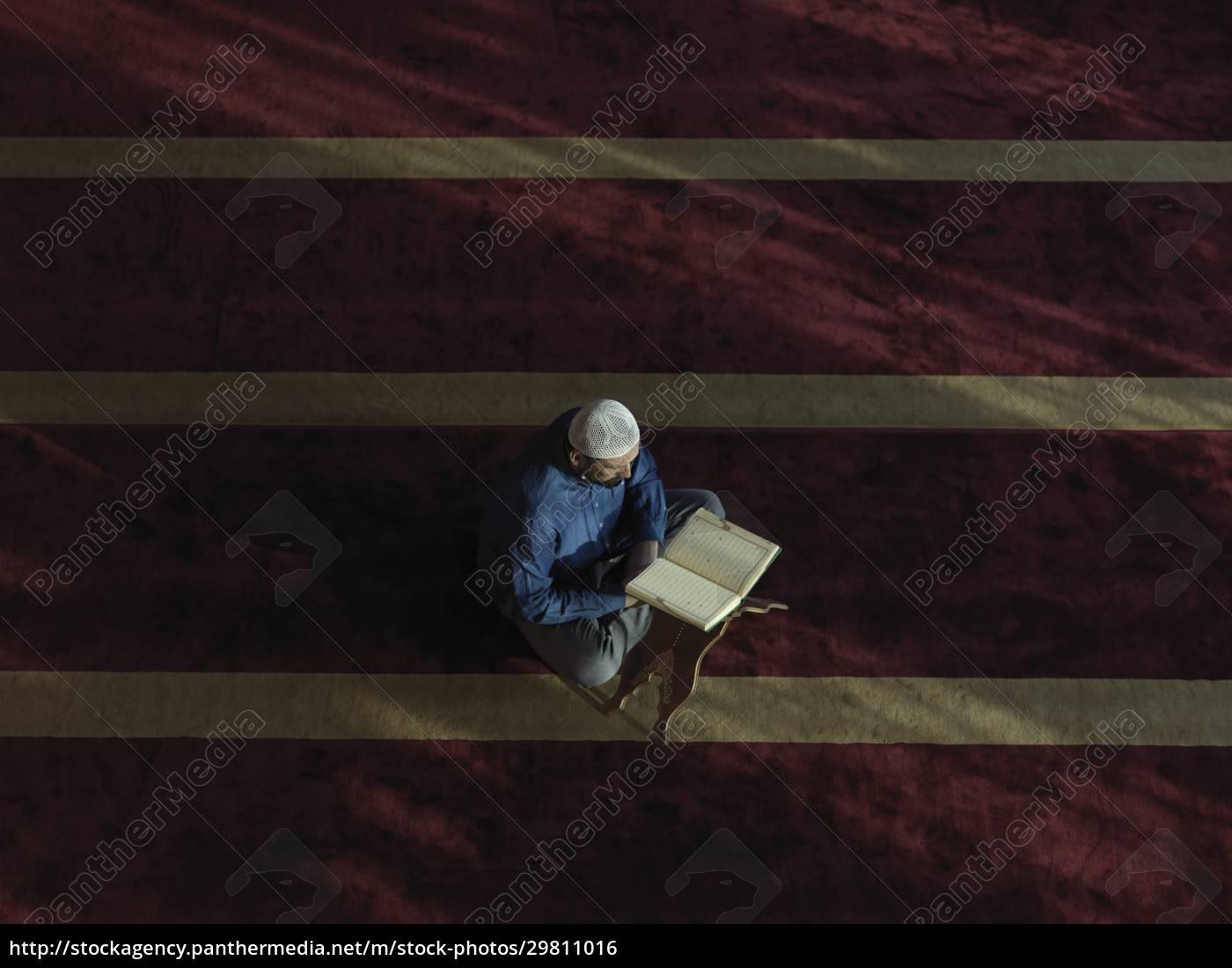 muslim, man, praying, inside, the, mosque - 29811016