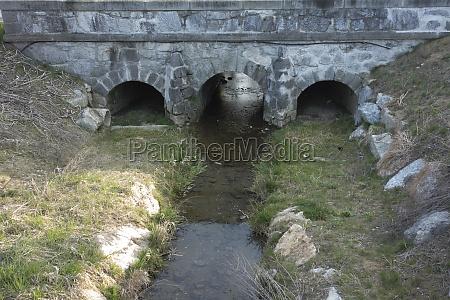 steinbrücke, als, struktur, die, natürliche, hindernisse, überschreitet - 29815221