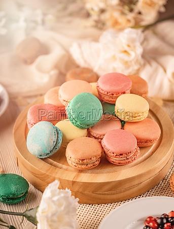 franzoesische macarons mit verschiedenen wuerzigen fuellungen