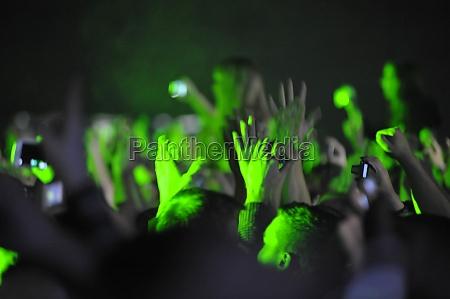 publikum bei einem live konzert