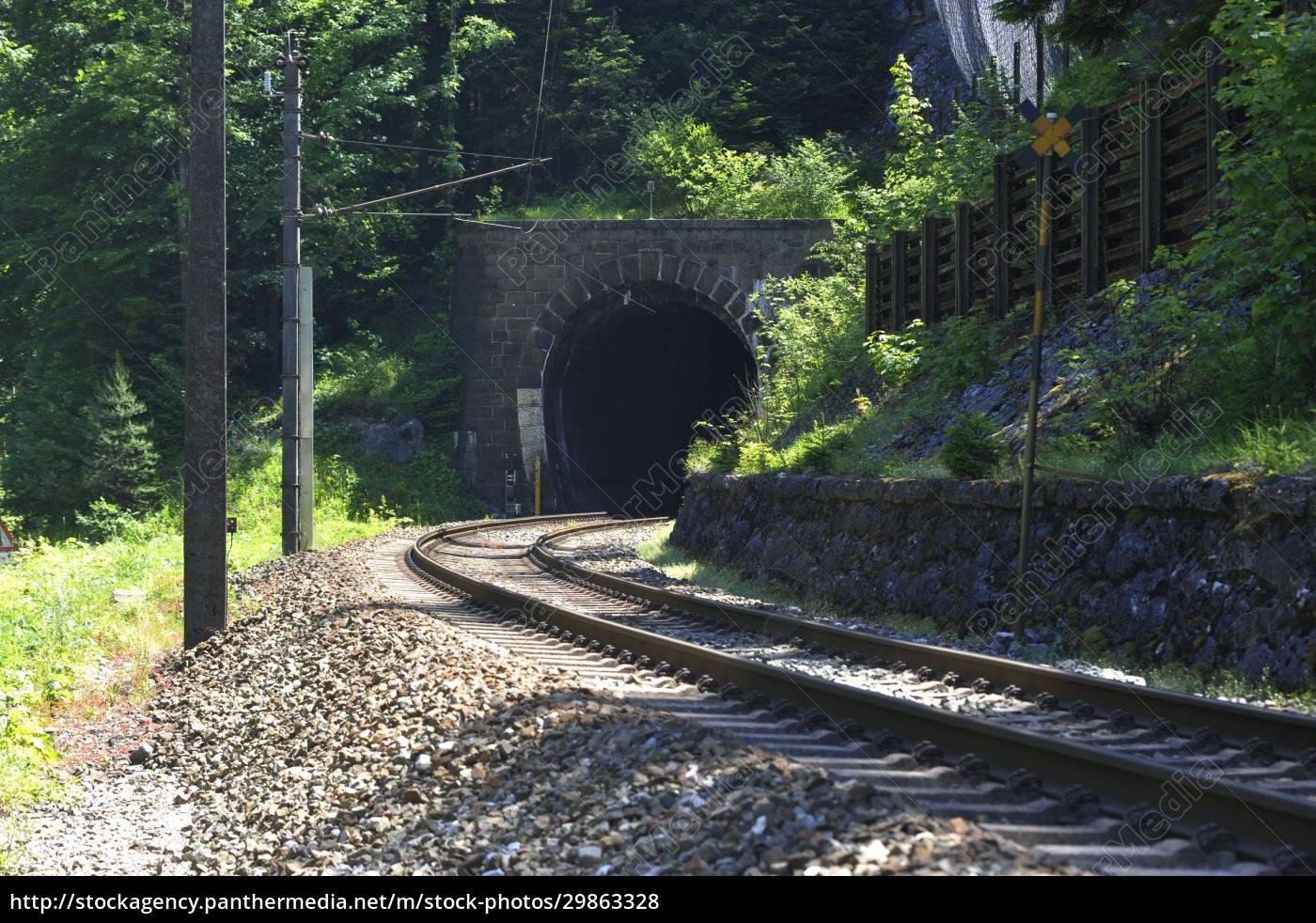 eisenbahntunnel, als, durchgang, im, zugverkehr - 29863328