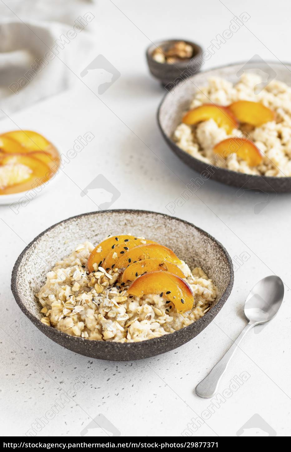 oatmeal, with, peaches - 29877371