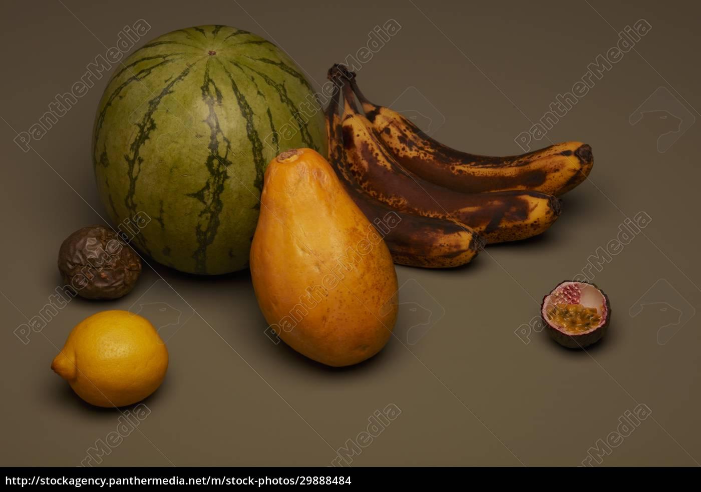 obst, stillleben, mit, braunen, bananen - 29888484