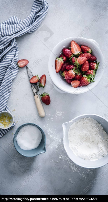 ein, stillleben, mit, erdbeeren, mehl, zucker, und, zitronenschale - 29894204
