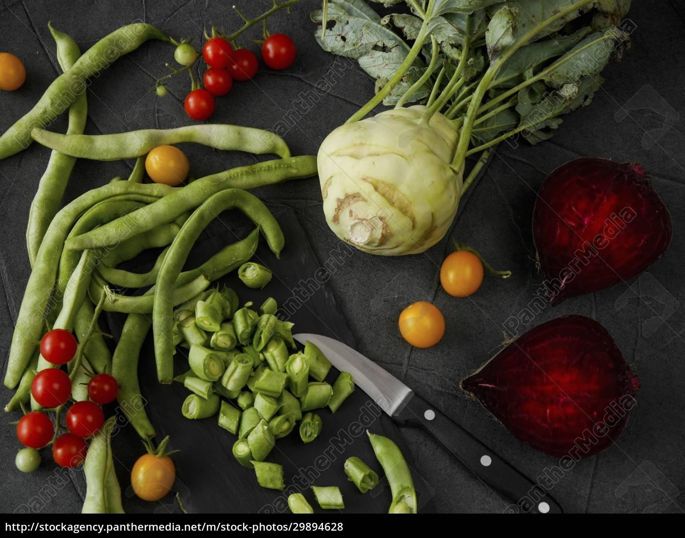gemüsestillleben, mit, bohnen, tomaten, kohlrabi, und, rote, bete - 29894628