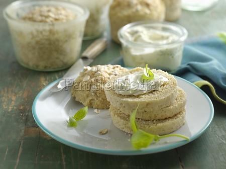 kleine kartoffelhaferbrote in glaesern gebacken