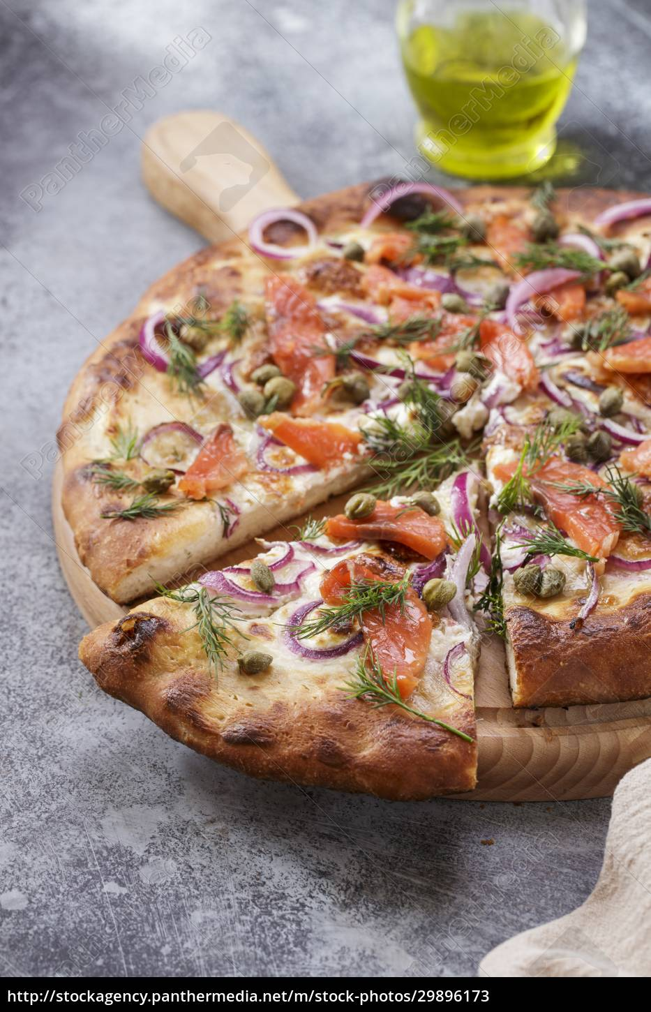 pizza, with, smoked, salmon, close-up - 29896173