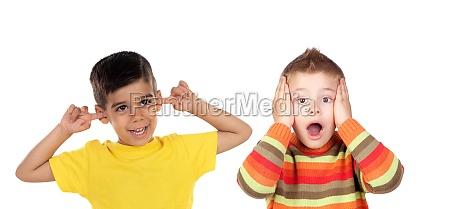 zwei lustige kinder