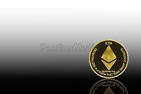 goldenes ethereum symbol auf schwarz