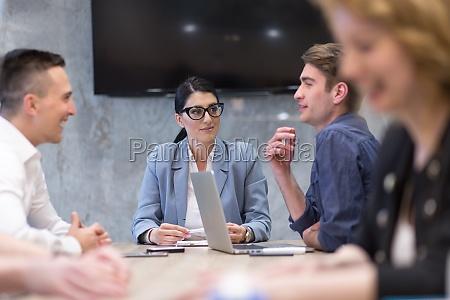 startup business team bei einem meeting