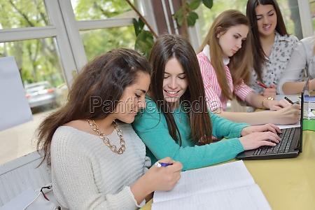 teens gruppe in der schule