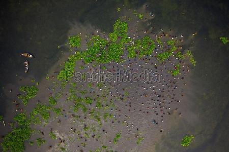aerial, view, of, people, fishing, in - 30148820