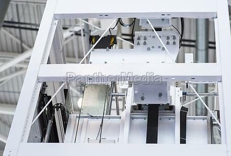 aufzugsinstallation aufzugstechniker installation eines modernen aufzugs