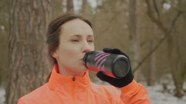 sport freizeit aktivitaet gluecklich person maedchen