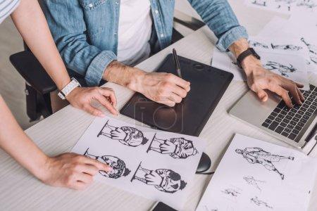 tisch computer grafik illustration studio maedchen