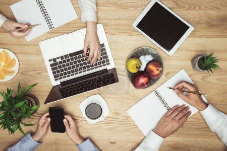 Computer, Unternehmen, Menschen, Frauen, Kaffee, Hände - B160868892