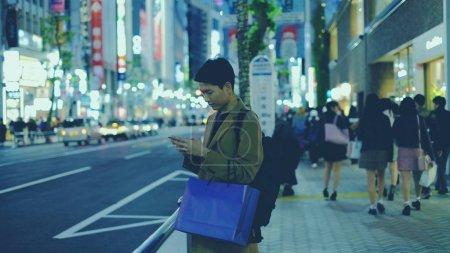 einkaufen tasche halten reise maedchen jung