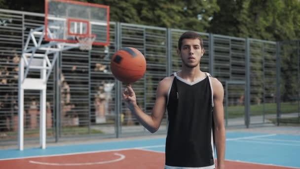 spiel freizeit ball tag person jung