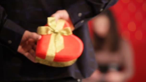 farbe spass geschenk tag gluecklich UEberraschung