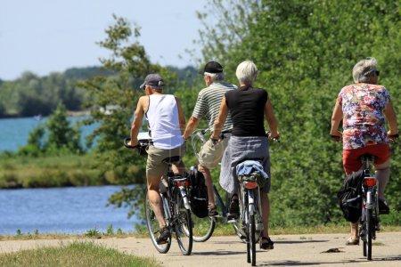 sport freizeit aktivitaet gruppe person reise