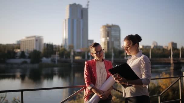 papier unternehmen kommerziell jung erwachsene kaukasus