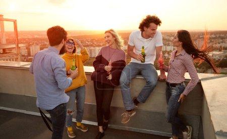 konzern gluecklich partei jung sommer menschen