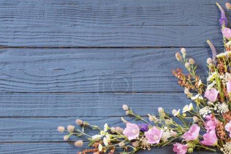 tisch gruen weiss blau hintergrund design