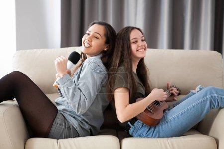 Freizeit, Schauspiel, Spaß, schön, glücklich, Urlaub - B205835724