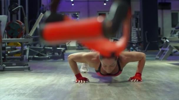 sport person eins weiblich jung laechelnd