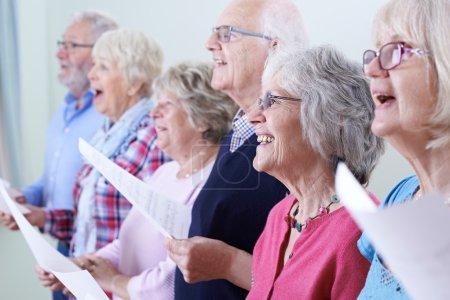 Gruppe, horizontale, glücklich, Person, weiblich, Lächelnd - B115980934