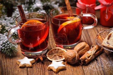 Tisch, Licht, rot, Glas, Feier, Weihnachten - B89426362