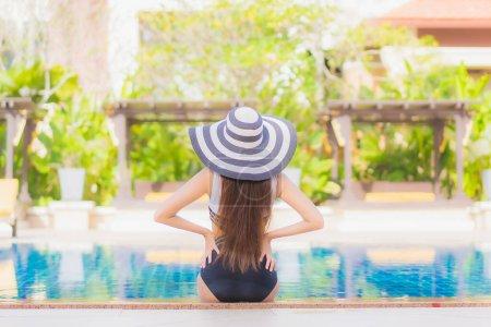 Schwimmbad, Freizeit, Spaß, Luxus, Schön, Glücklich - B425983400